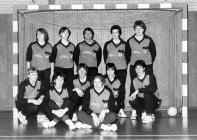 Het succesvolle zaalteam in 1979. Staand v.l.n.r.: Marlies Turenhout, Marian Mens, Nel Geerlings, Hanny Boskamp en Jet Verdegaal. Zittend v.l.n.r.: Karin Zonneveld, Margreet van Velzen, Marian van de Berg, Carla van der Zalm, Elly Hoek en Mariëtte Langeveld.